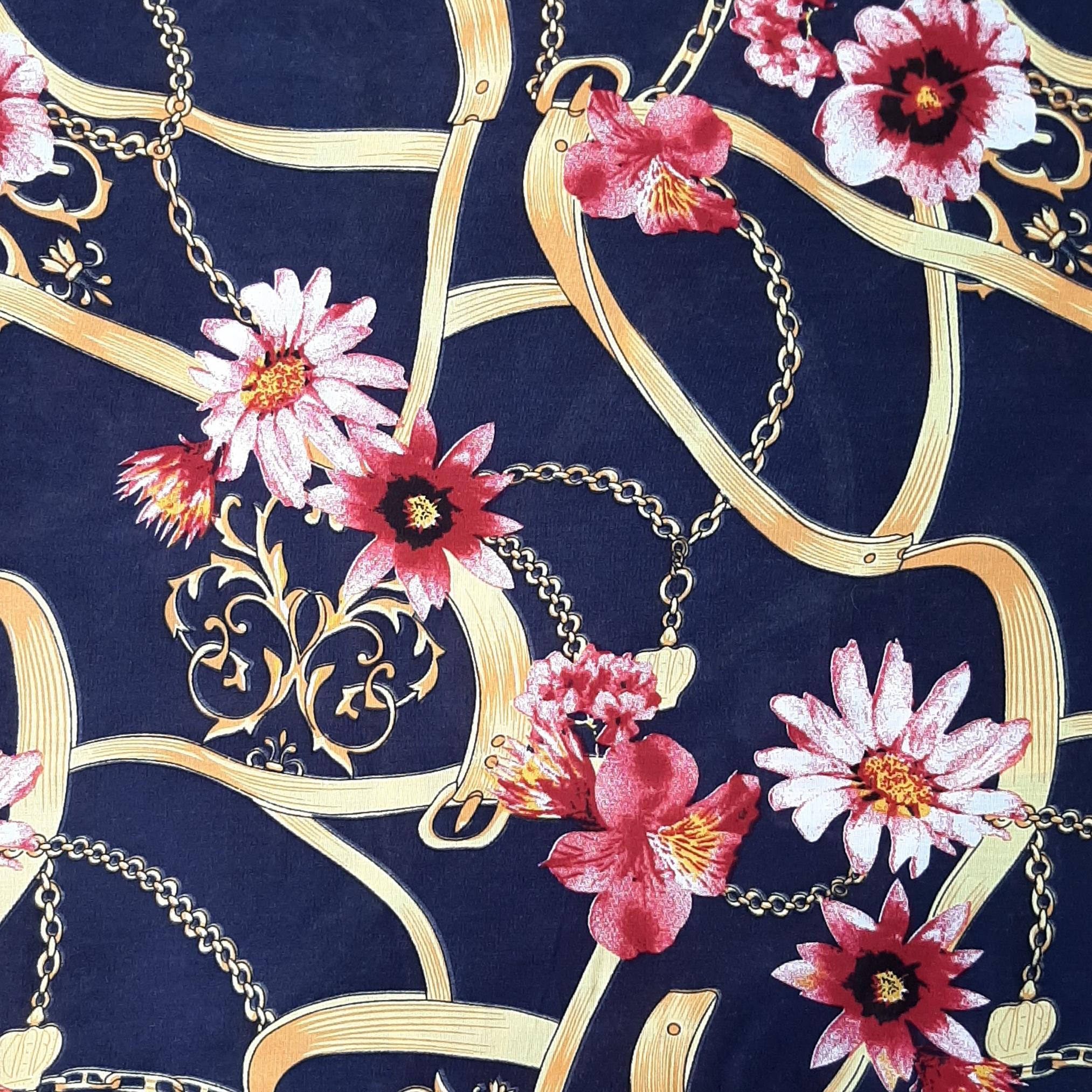 خرید                      پارچه لباس طرح گل کد ۳۷۳