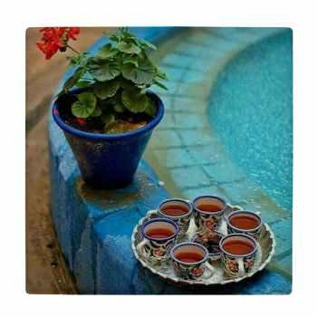 کاشی کارنیلا طرح گلدان شمعدانی و سینی چایی کنار حوض کد wk4541