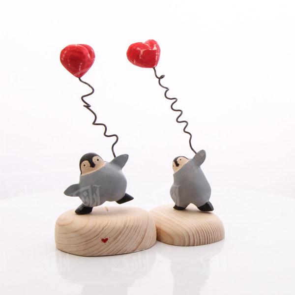 مجسمه چوبی رنگ آمیزی  رنگ طوسی  طرح پنگوئن مهربان  مدل 1105900037