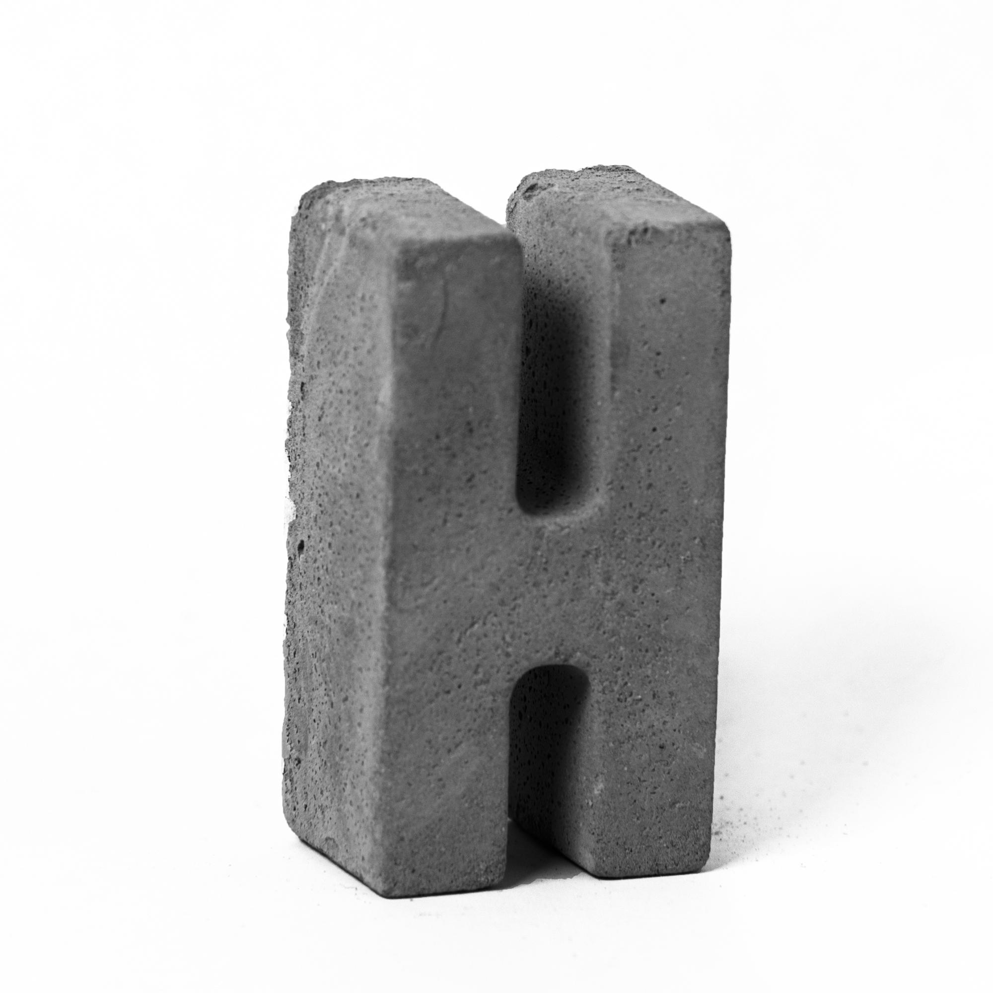 مجسمه بتنی طرح حروف مدل letter H