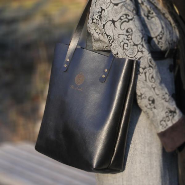 کیف دوشی زنانه انار لدر مدل کارینا