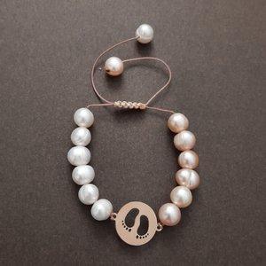 دستبند طلا 18 عیار دخترانه الماسین طرح پا آذر مدل Foo01