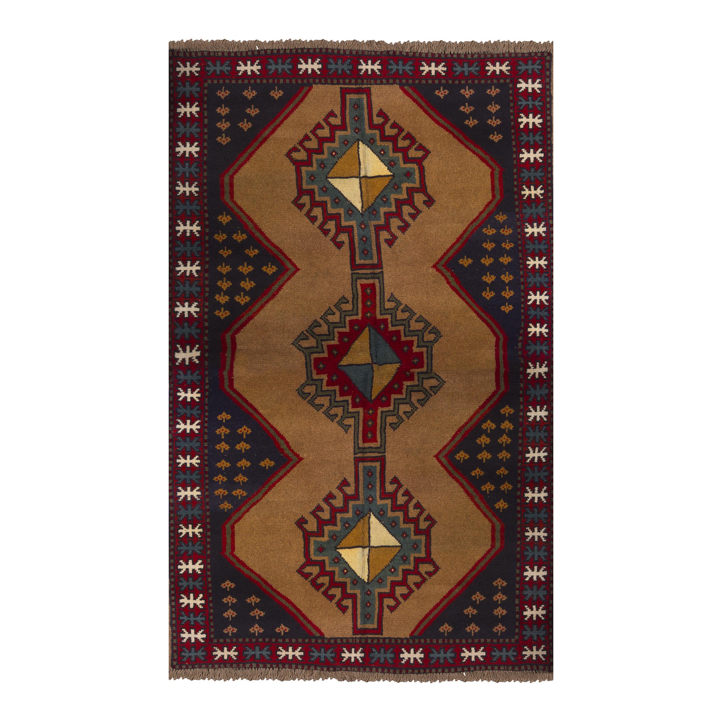 فرش دستباف دو و نیم متری طرح عشایری مدل H45